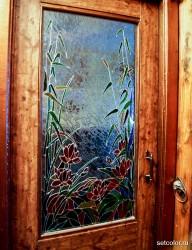 Украшение витражом двери со стеклом