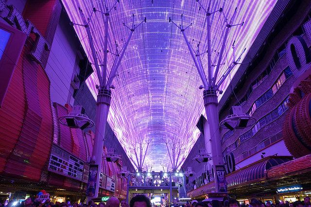 Потолок из ЖК экранов — фото 2