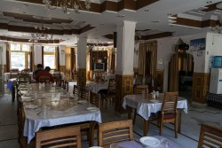 Потолок отеля Махеш — фото 2