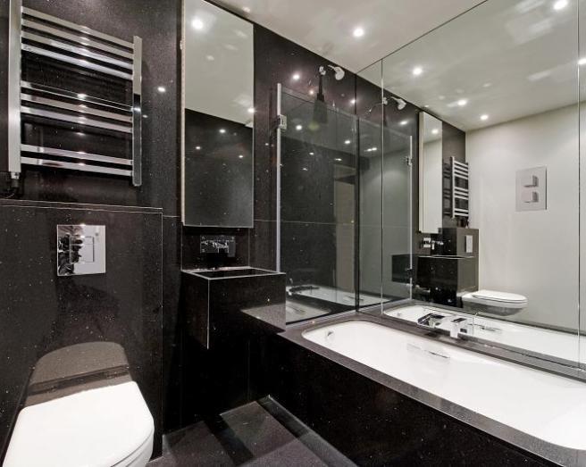 Дизайн черно-белой плитки в ванной