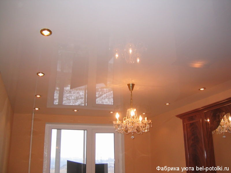 одноуровневый потолок натяжной фото