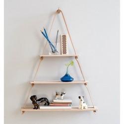 Самодельная деревянная полка треугольной формы