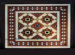 Плиточный пол с рисунком в виде мозаики