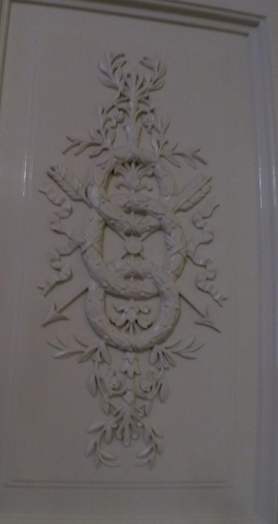 Декор двери резьбой в Главном штабе