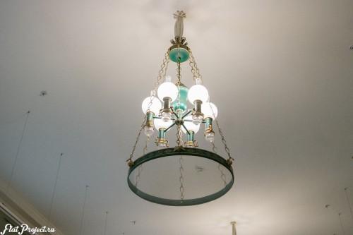 Старинная лампа в Главном штабе