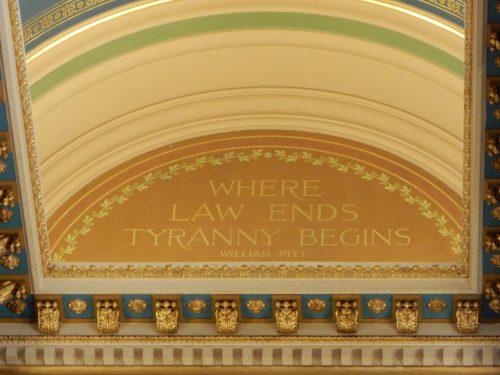 Декор в здании суда Айовы — фото 3