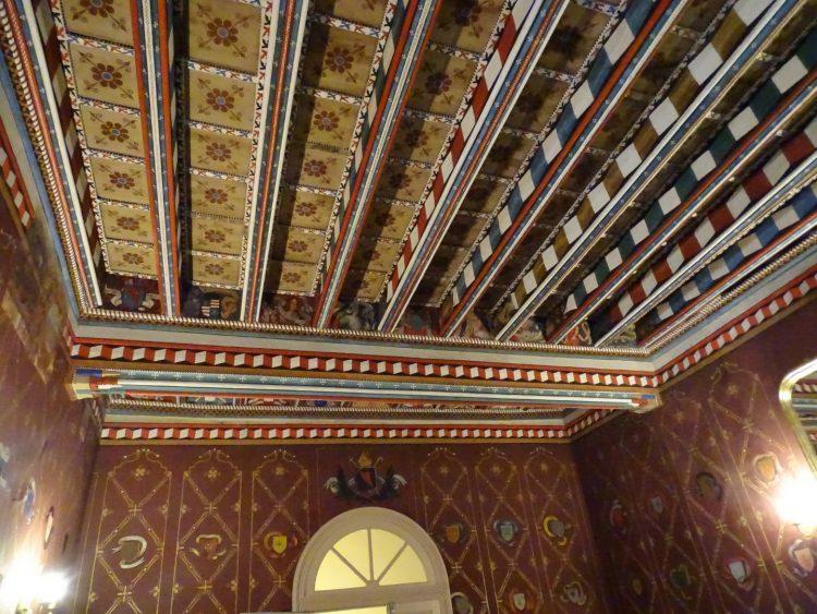 Декор в Аббатстве Сент-Илер