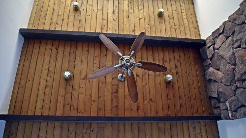 Деревянный потолок с балками — фото 2