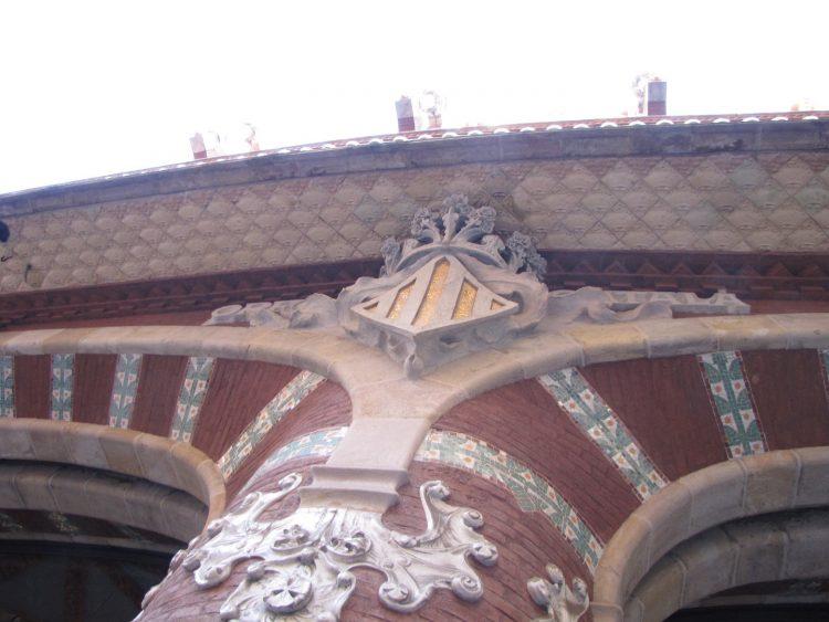 Фасад Дворца Каталонской музыки