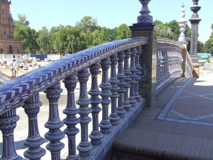 Площадь Испании - декор