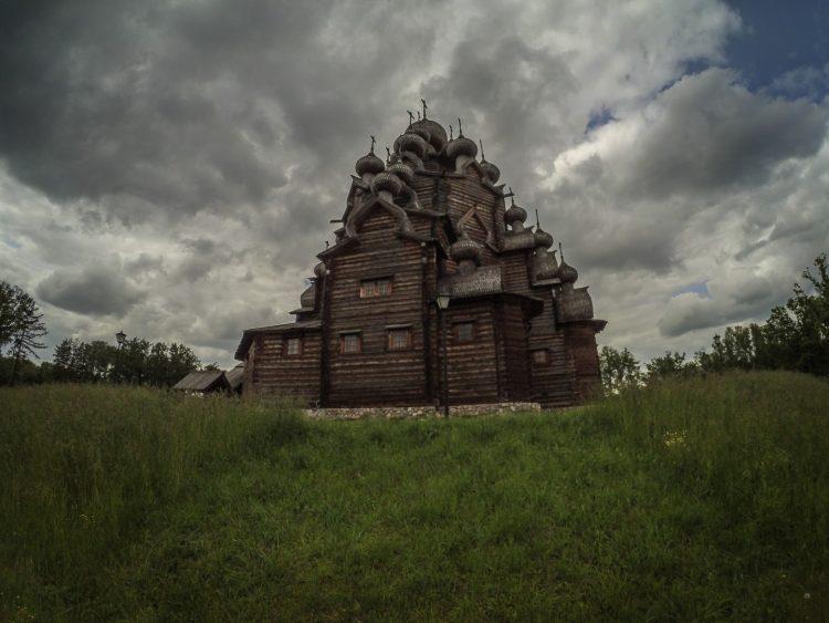 Церковь во имя Покрова Пресвятой Богородицы