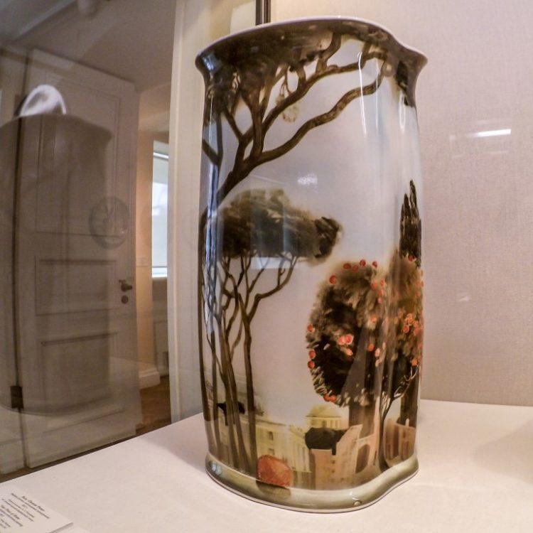 Фарфоровые вазы с росписью