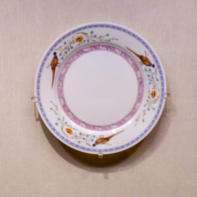 Фарфоровое блюдо с росписью