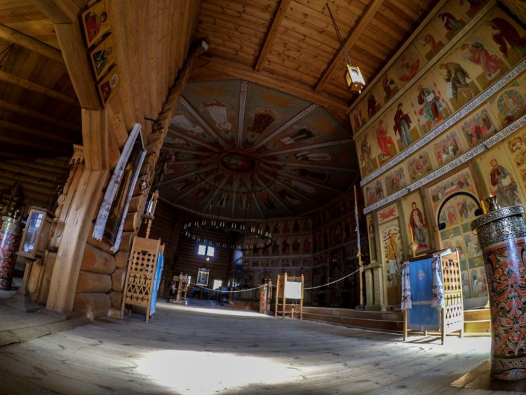 Церковь во имя Покрова Пресвятой Богородицы внутри