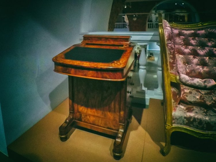 YDXJ8794-Мебель XIX века -  эпоха историзма