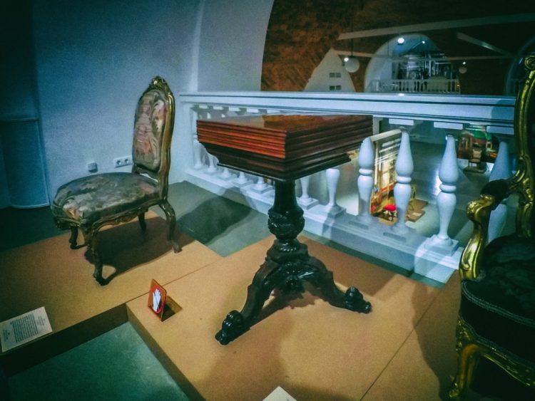 YDXJ8840-Мебель XIX века -  эпоха историзма
