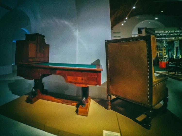 YDXJ8887-Мебель XIX века -  эпоха историзма