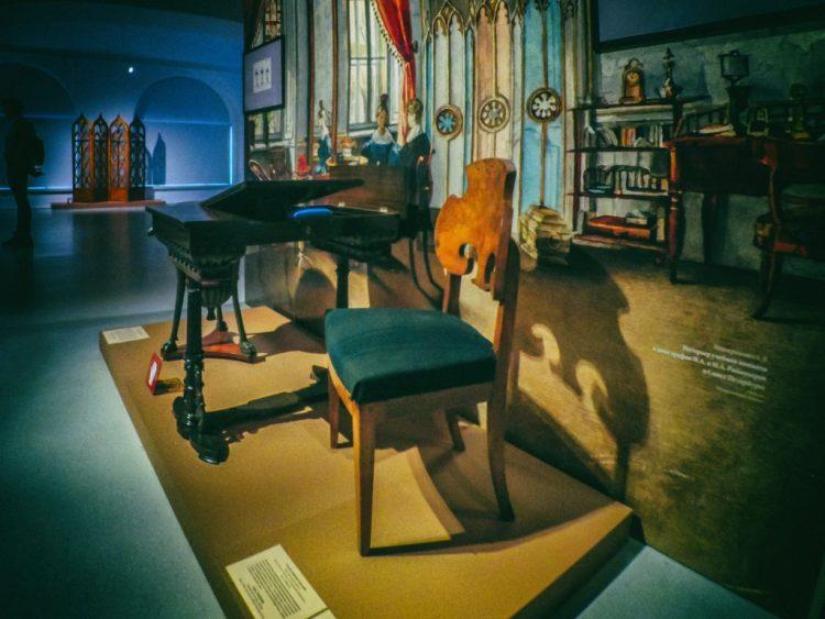 YDXJ8915-Мебель XIX века -  эпоха историзма