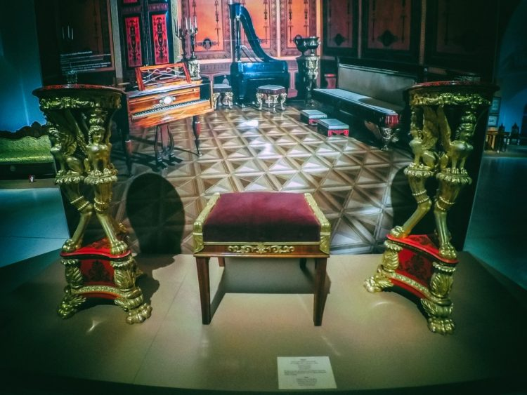 YDXJ8941-Мебель XIX века -  эпоха историзма