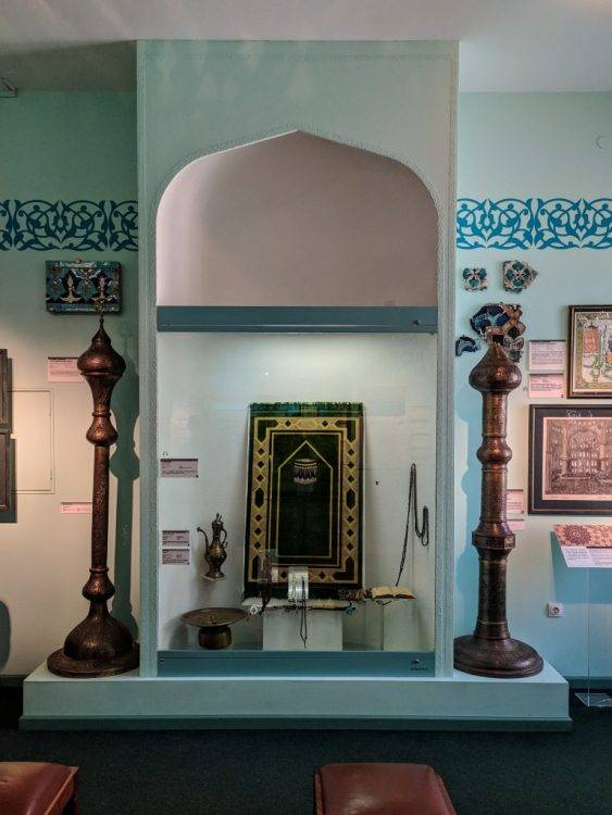 Декор интерьера в Государственном музее истории религии