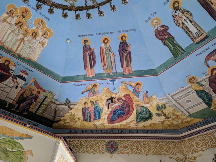 Убранство храма Спаса Нерукотворного образа на Дороге жизни