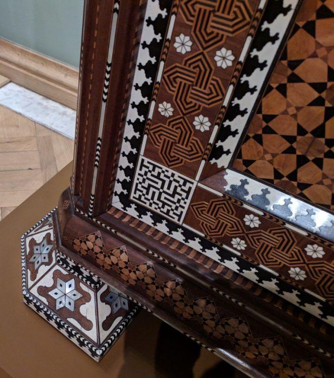 Сирийский шкаф декорированный костью и перламутром