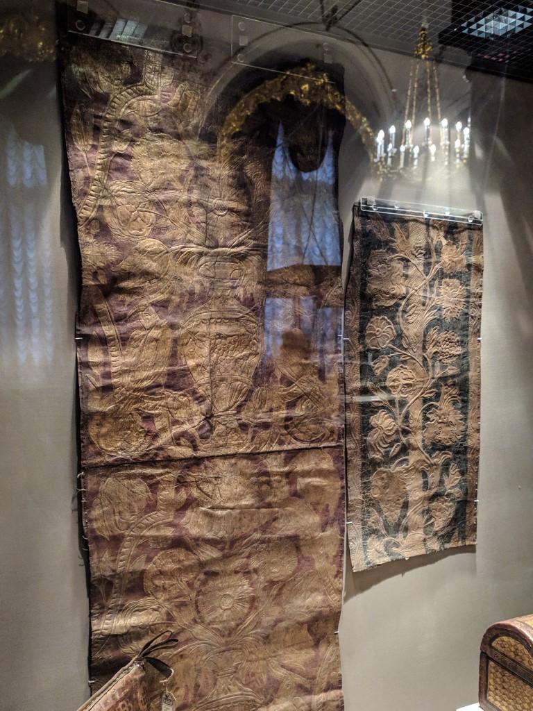 Старинные кожаные обои из Европы